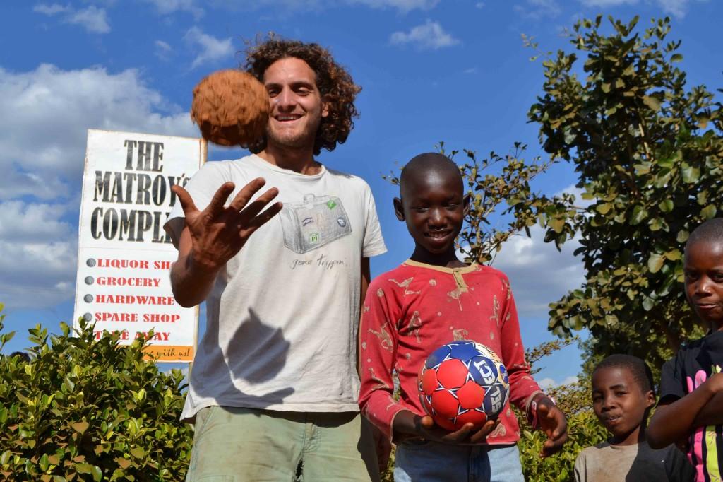 Trading Footballs – Gunners Pub dustball
